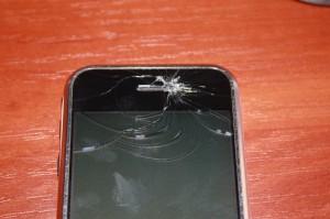 Разбитое стекло iPhone 2G